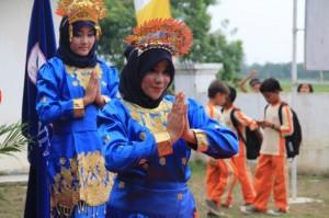 伝統舞踊で歓迎式典がスタート