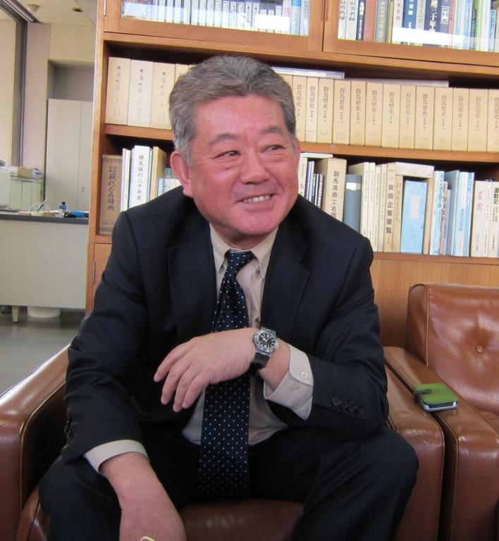 インタビューに答える小野修一・大泉観光協会副会長