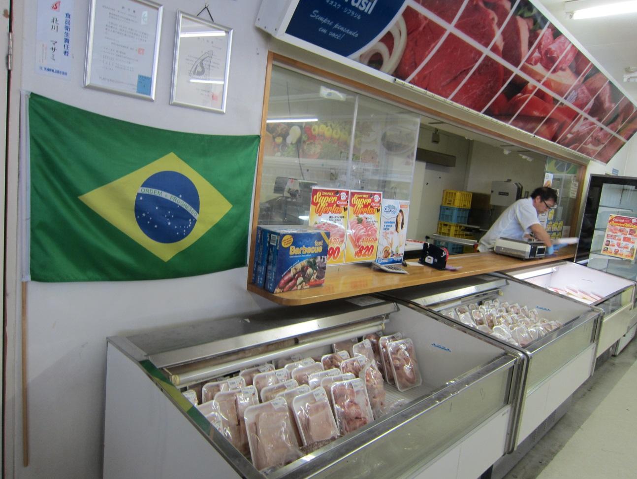 スーパーの中にはブラジルフードの食材が数多く揃っています