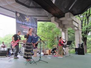 ルマド・ジャパンのフィリピン音楽の演奏