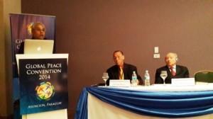 地球倫理フレームワークのセッションで発表するハビタット上級顧問のマルカンデイ・ライ博士(左)