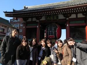 韓国人学生と都内観光(浅草・雷門前)