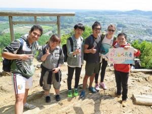 日和田山に登山に来た外国人カップルと