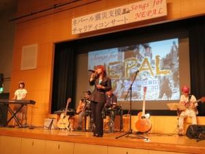 ヨランダ・タシコさんは日本の歌で観客を魅了