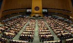 国連総会議場で活発に意見を交換