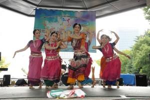 様々な文化背景のパフォーマンスが会場を盛り上げました