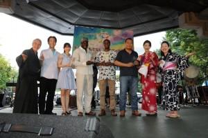 多文化共生の功労者を表彰する「多文化おもてなし賞」の受賞式