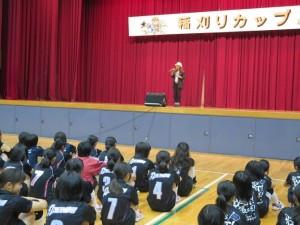 ヨランダ・タシコさんによる歌のプレゼント