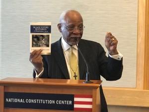 米国憲法センターにて講演を行う、グッド元フィラデルフィア市長