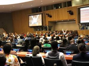 国連本部におけるGlobal SummitのHigh level plenaryでの場面。400名近くの青年指導者が集まり議論をしました