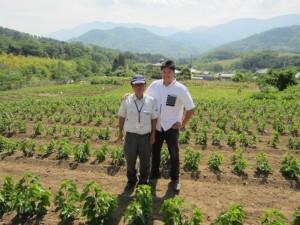 山梨の農業再生に貢献する山本亨さんとハンさん