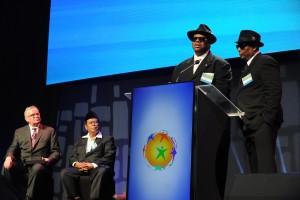 キャンペーンソングの作曲を手掛けたジミー・ジャム氏(写真左から2番目)とテリー・ルイス氏(写真右)