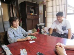 ハンさんとの人柄を笑顔で語る長田さん