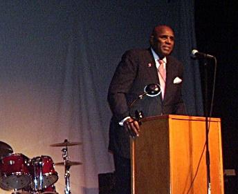 アトランタ牧師と市民権リーダー、ジェラルド・デューリー博士の基調演説