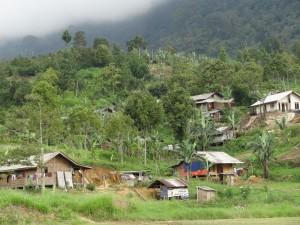 パレンバン村は山の中腹に広がる村