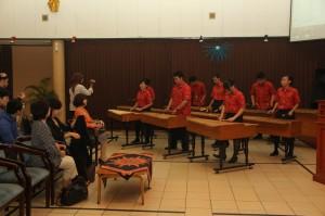 木琴の演奏で歓迎