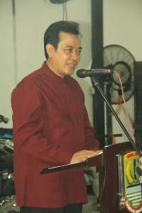 アデ・スワラ・カラワン県知事の歓迎の辞