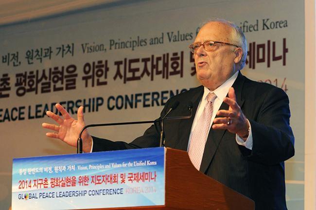 アジア研究センター会長エドウィンJ•フェルナー博士