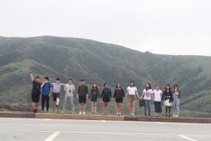阿蘇の山並みを楽しむ日韓メンバー