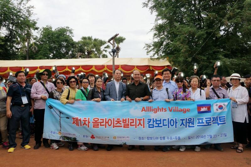 フン・マニ議員(中央)とGPF Koreaの参加者たち
