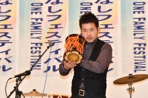 和太鼓奏者 千代園剛氏による一番太鼓でフェスティバルの幕開け