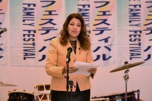 自らはボリビア出身である井上議員がフェスティバルを激励