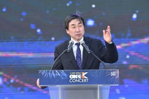 「全世界がハノイに注目している中で、私たちは三・一独立運動の100周年という非常に重要な時を祝賀し、未来に向けて新しいマップを作っているのです」と韓国の国会議員5期目である李鍾杰(イ・ジョンゴル)議員が語りました。