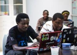 モリンガ校でオンラインプロジェクトに参加する学生たち